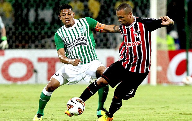 Luis Fabiano jogo Nacional de Medellín contra São Paulo (Foto: EFE)