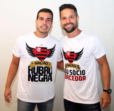 Diogo Lemos recebeu Diego no dia em que o craque foi apresentado (Foto: Divulgação)