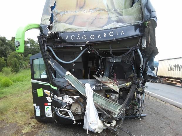 Acidente matou motorista de ônibus em Ponta Grossa (Foto: Joel Nascimento/RPC)