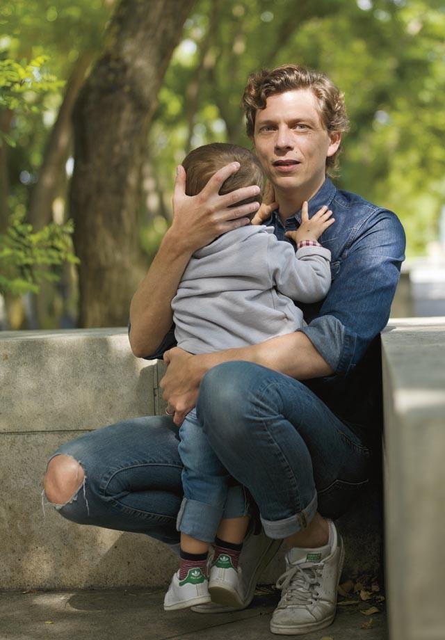 Antoine Leiris com o filho, Melvil (Foto:   )