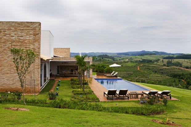 Casa de Campo de madeira, aço e vidro (Foto: Edu Castello/ Divulgação)