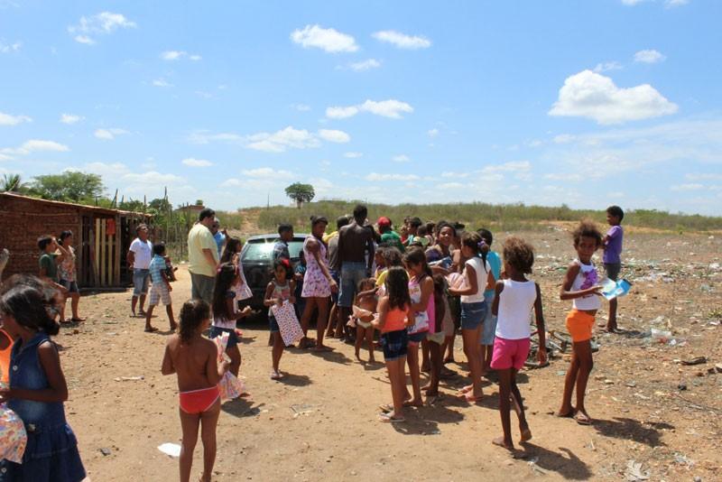 Crianças de famílias humildes foram beneficiadas com a ação (Foto: Divulgação)