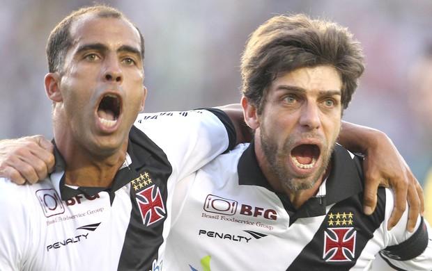 Juninho e Felipe, Atlético-Go e Vasco (Foto: Adalberto Marques / Agência Estado)