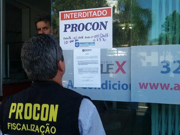 Fiscais interditaram o local em Florianópolis (Foto: Prefeitura de Florianópolis/Divulgação)