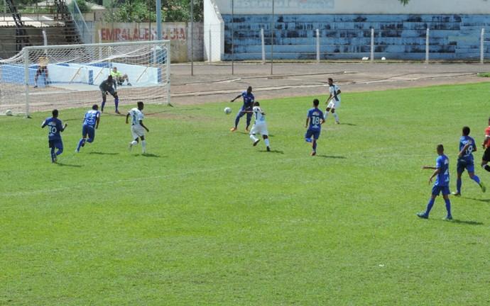 Com a vitória, Tanabi (branco) soma quatro pontos, enquanto Azulão permanece com três (Foto: Kawanny Barros / GloboEsporte.com)
