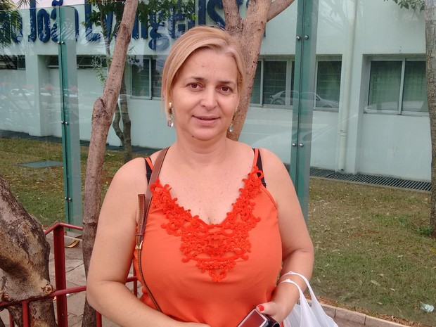 Enem 2015 - Domingo (25) - Goiânia (GO) - Edna Cordeiro, de 43 anos, aprovou o tema da redação sobre violência contra a mulher (Foto: Sílvio Túlio/G1)