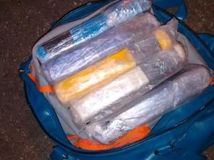 Trio foi preso com drogas após abordagem na Rodovia Castello Branco (Foto: TOR/PM/Divulgação)