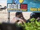 Gagliasso e Ewbank curtem praia em Fernando de Noronha