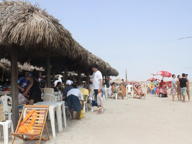 Turistas aproveitaram para curtir as praias de Luís Correia antes de cair na folia. (Foto: Patrícia Andrade/G1)