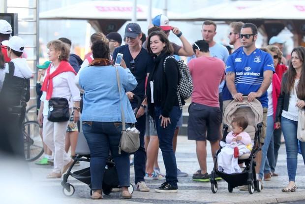 Eddie Redmayne com a filha (Foto: André Freitas e Marcello Sá Barreto / AgNews)