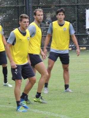 carli botafogo treino (Foto: Marcelo Baltar / GloboEsporte.com)
