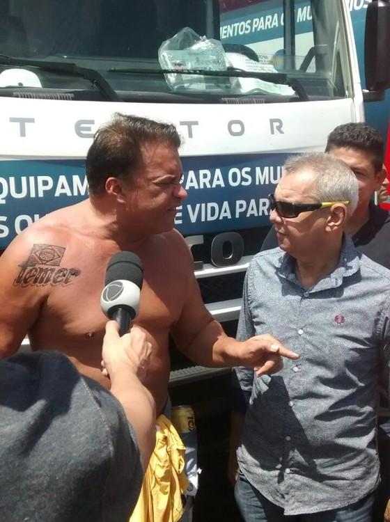 📷 Costa exibindo a sua tatuagem | Diário do Pará