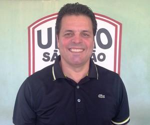 Paulinho Mclaren, técnico do União São João de Araras (Foto: Fernando Beloto/AI União São João)