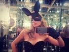 Paris Hilton posa de coelhinha sexy e recebe elogios e proposta indecente