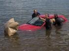 Carro com freio de mão solto cai no Lago Paranoá, no DF; veja imagens