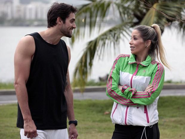 Danilo Sacramento e Danielle Winits gravam cenas na Lagoa  (Foto: Malhação / TV Globo)