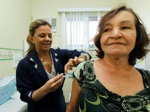 Pessoas com idade a partir de 60 anos integram grupos prioritários (Foto: Altemar Alcântara/Semcom)