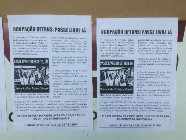 Panfleto distribuído por estudantes em ocupação do posto do DFTrans na rodoviária do Plano Piloto (Foto: Jamile Racanicci/G1)