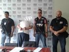 Policiais seguem taxista e rapaz com 7 mandados de prisão é detido em MG