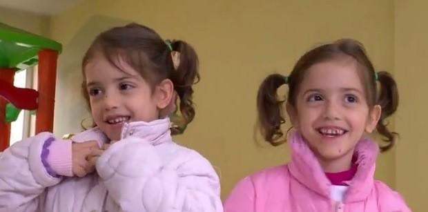 Irmãs vivem alegres e saudáveis quatro anos após cirurgia (Foto: Reprodução/RBS TV)