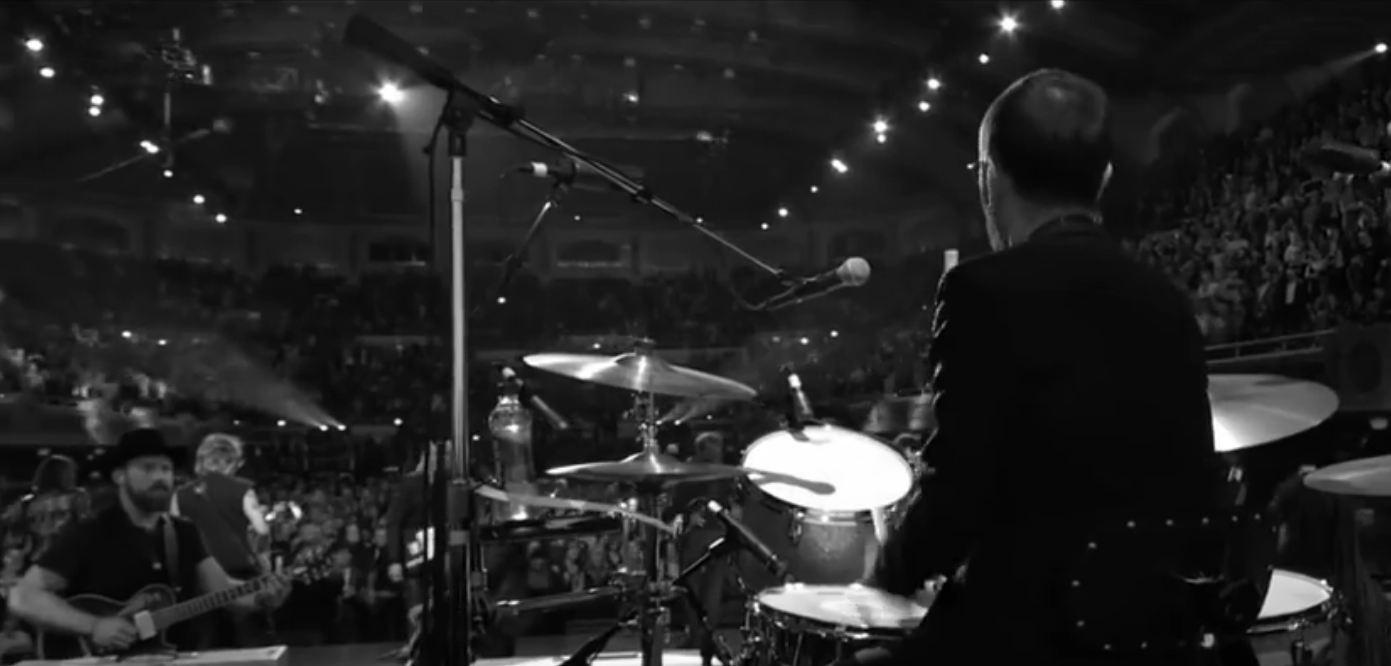 RIngo Starr em um de seus shows (Foto: Reprodução/Youtube)