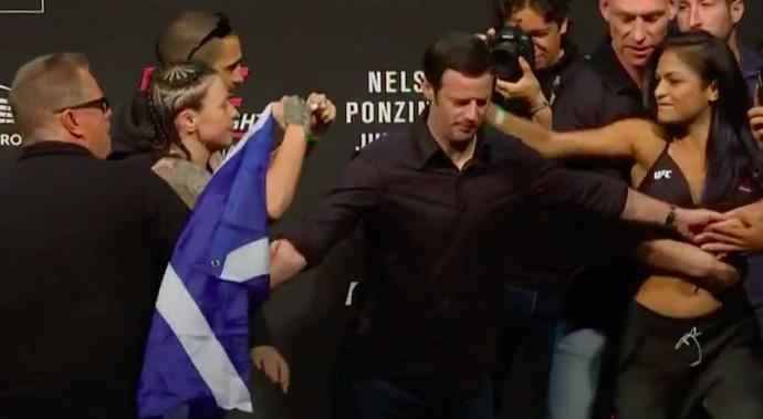 Joanne Calderwood, Cynthia Calvillo, encarada, pesagem, UFC Glasgow (Foto: Reprodução/Combate)