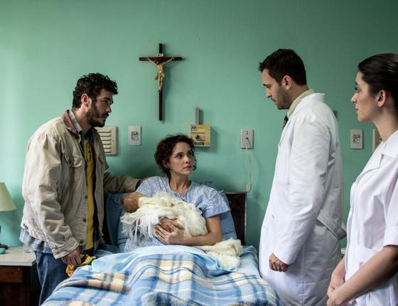 O ator numa cena do filme O filho eterno, que estreia no Festival do Rio, com Débora Falabella (Foto: Rosano Mauro)