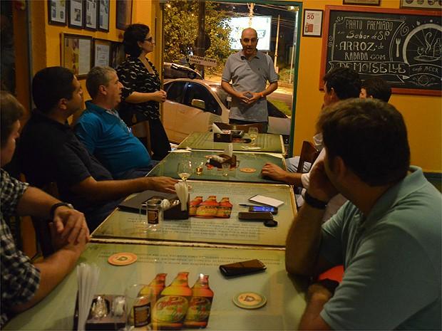 Itinerário do passeio leva turistas a quatro bares e cervejarias de Ribeirão  (Foto: Fernanda Testa/G1)