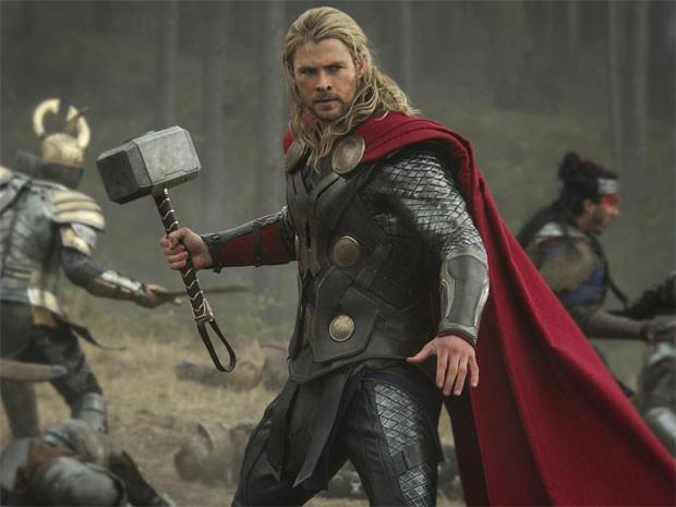 Thor (Chris Hemsworth) em cena de 'Thor: o mundo sombrio' (Foto: Divulgação)