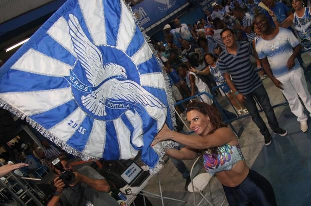 Viviane Araújo na quadra da Portela na Zona Norte do Rio (Foto: Claudio Andrade/ Foto Rio News)
