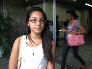 Brenda estava na sala e levou susto com a queda da divisória (Foto: Guilherme Brito / G1)