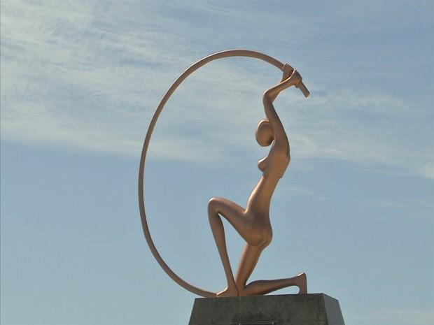 Em março, estátua teve mãos cortados por vândalos, segundo a prefeitura. (Foto: TV Verdes Mares/Reprodução)