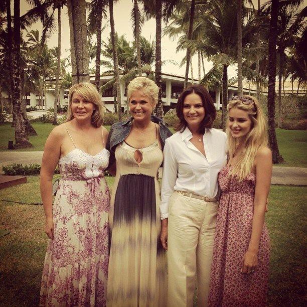 Bia Doria, Xuxa, Luiza e Yasmin Brunet em evento na Bahia (Foto: Facebook/ Reprodução)