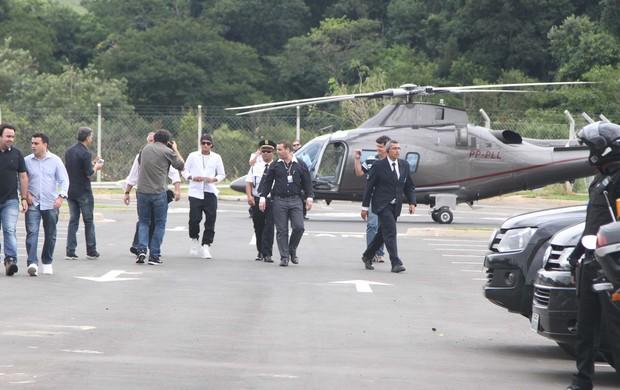 Neymar chega de helicóptero em Campinas (Foto: Thiago Duran / AgNews)