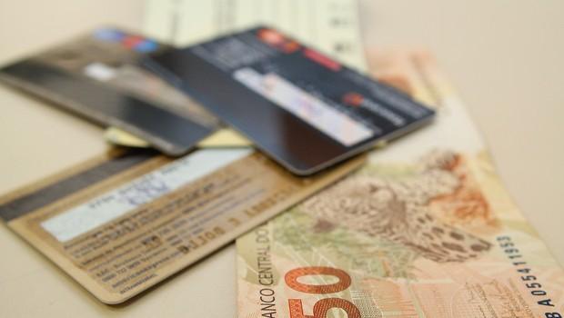 Crédito ; cartão de crédito ; juros ; inadimplência ; dívida ; crédito rotativo ; cheque especial ; dinheiro e cartões ; gastos do consumidor ;  (Foto: Marcos Santos/USP Imagens)
