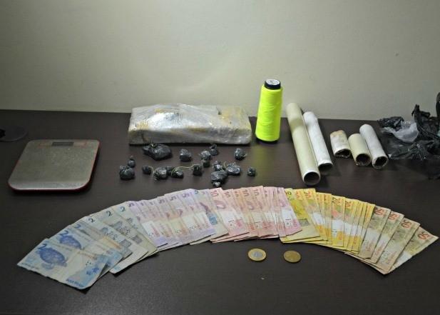 Droga foi encontrada na casa do suspeito em Rio Branco (Foto: Aline Nascimento/G1)