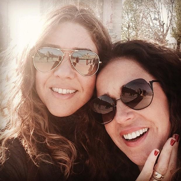 Daniela Mercury e a mulher comemoram um ano de união