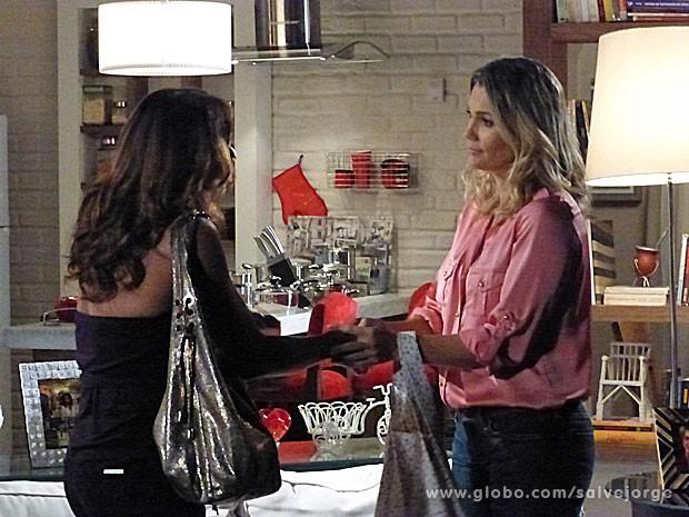 Lucimar agradece por Érica ter cuidado de Jéssica (Foto: Salve Jorge/ TV Globo)