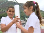 Chegada da tocha paralímpica no Rio emociona crianças deficientes visuais