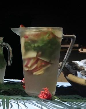 Água aromatizada de maçã e hortelã (Foto: Micaelle Morais/G1)