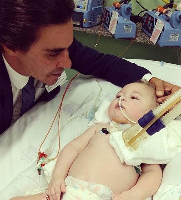 André Gonçalves visita o pequeno Jonatas (Foto: Reprodução/Instagram)