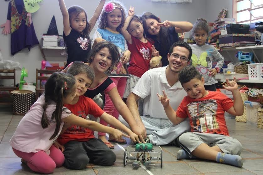Crianças aprendem robótica antes da alfabetização