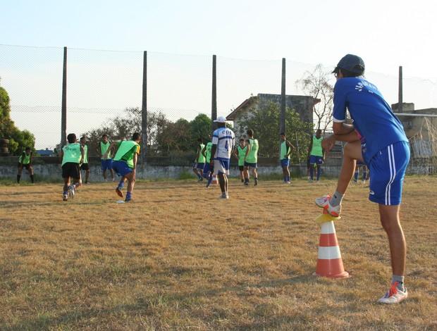 Equipe do sub-20 do Ji-Paraná treina pesado para jogo com Espigão (Foto: Valéria Reis)