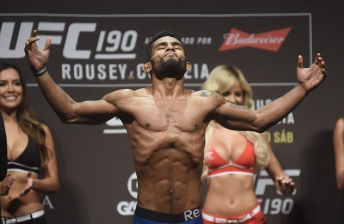 UFC 190 pesagem: Hugo Wolverine (Foto: André Durão)