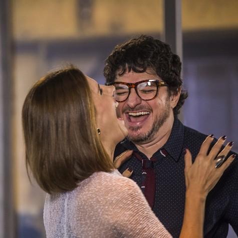 Helena Fernandes e Guilherme Piva nos bastidores (Foto: Paulo Belote/TV Globo)