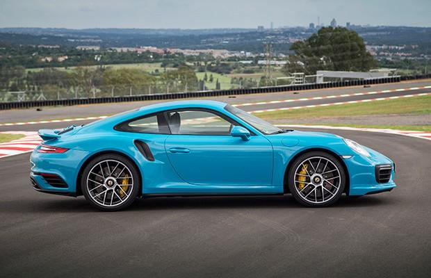 Fendas por todas as partes combinam com as entradas de ar laterais do 911 Turbo S (Foto: Divulgação)