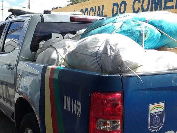 Produtos foram apreendidos na Feira do Paraguai em Caruaru (Foto: Divulgação/Polícia Civil)