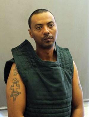 Foto sem data mostra o prisioneiro Wossen Assaye, que fugiu de um hospital na Virgínia, nos EUA, nesta terça-feira (31) (Foto: Fairfax County Police Department/AP)
