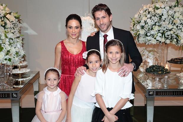 Lucas Moura e convidados em seu casamento (Foto: Rafael Cusato/EGO)