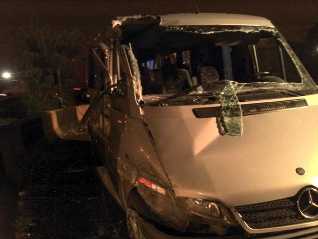 Van tomba na Anchieta e deixa 14 feridos (Foto: Alexandre Valdivia/TV Tribuna)